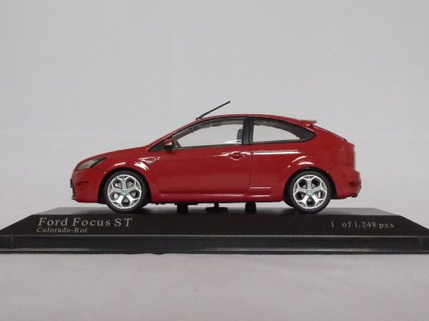 Ford Focus ST, 2008, rood, Minichamps, 400 087301