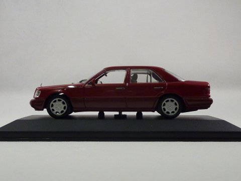 Mercedes E sedan 1993 Minichamps 430033502