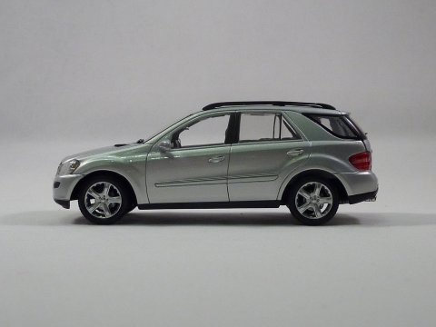 Mercedes M 2005 Minichamps
